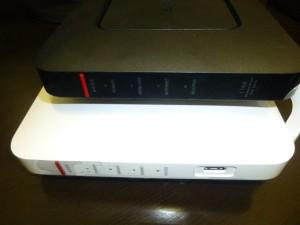 WXR-1900DHP とWSR-1166DHPの比較写真 厚み